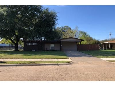 3 Bed 1.0 Bath Preforeclosure Property in Irving, TX 75061 - Hampton Cir