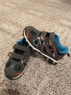Boys size 11 Starter shoes - perfect condition