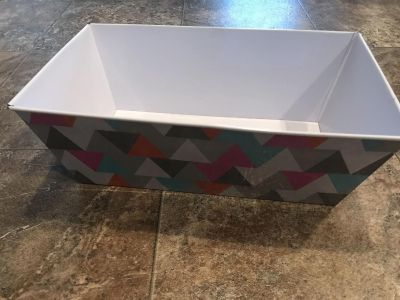 Colorful geometric print metal container