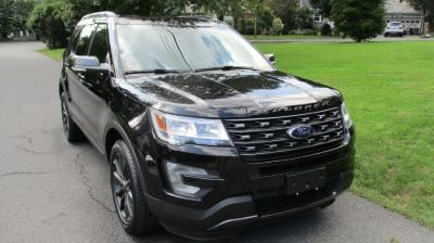 2017 Ford Explorer XLT 4WD (Shadow Black)