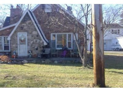 3 Bed 1 Bath Foreclosure Property in Lambertville, MI 48144 - Summerfield Rd