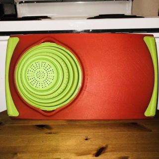 Cutting board/removable strainer
