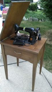 Singer machine and table