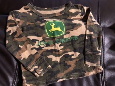 John Deere Camouflage Ling Sleeve Shirt. Look at all pictures provided. Size 2T