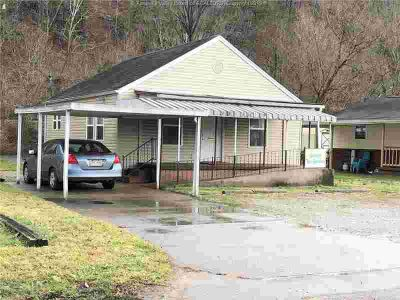 103 Main Avenue Nitro, This is a 2 BR home with 1000