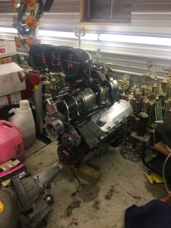 557 cubic inch BBC set up for blower manifold to pan