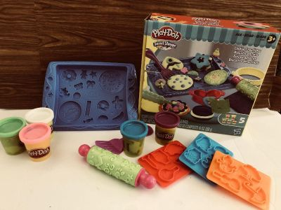 Play-Doh Lot! Everything you see here for $2.50. (Some PlayDoh colors are mixed)
