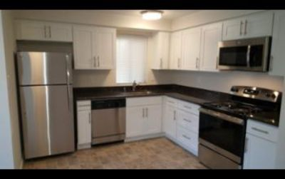 $1,395, 2br, 2 Bed/1bth With Newly Remodeled Kitchen - In Lake