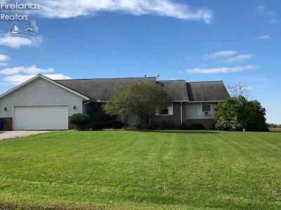 148 S County Road 17 Tiffin, New to the market!