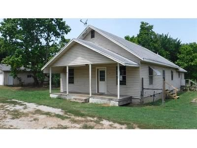 3 Bed 2 Bath Foreclosure Property in Chelsea, OK 74016 - E 1st St