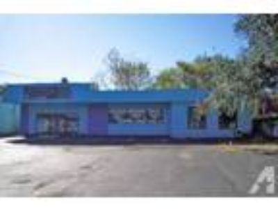 3142ft - NICE RETAIL LOCATION BARGAIN PRICE (16th Ave and Main