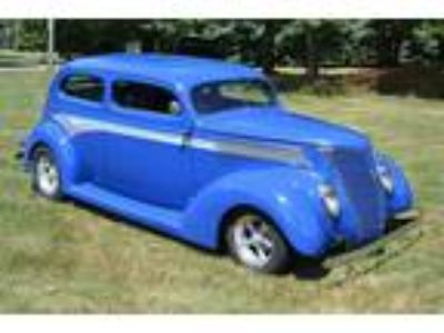 1937 Ford 2-Door Slant Back Street Rod