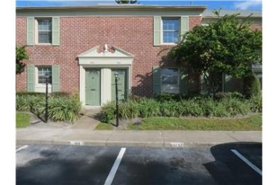 Updated townhouse in lake Howell Arms