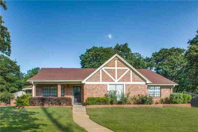 621 John Charles Drive BURLESON Three BR, Well maintained home in