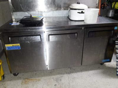 Stainless rolling workstation refrigeration unit