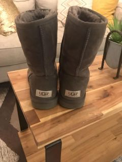 Authentic Gray UGG Boots {Women s Size 7} in good condition! See pictures!