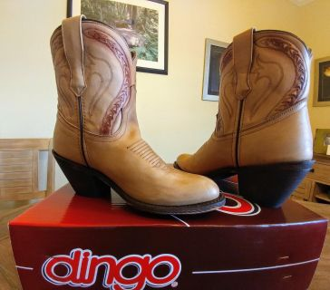 NEW IN BOX! (SIZE 7.5) DINGO LEATHER WESTERN BOOTS