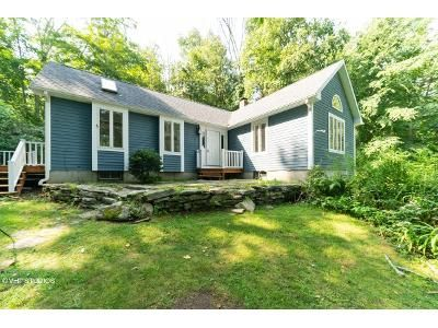 1 Bed 1.5 Bath Foreclosure Property in Hampton, CT 06247 - Windham Rd