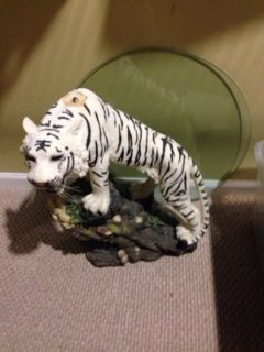 Tiger glass table