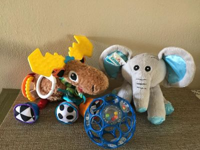 LAMAZE STROLLER CARSEAT TOT BABY ELEPHANT AND O BALL