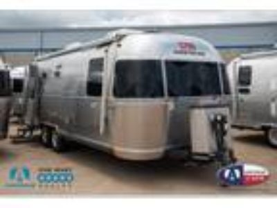 2016 Airstream Land Yacht 28