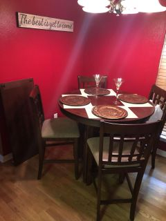Dining room set and chairs. Extra leaf u can add