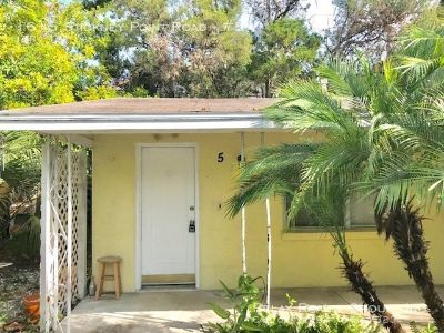 Charming 1Bed/1Bath Apartment!! Available Now!!