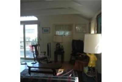 Lease Spacious 2+1.50. Approx 916 sf of Living Space!