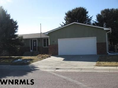3 Bed 3 Bath Foreclosure Property in Gering, NE 69341 - 21st St