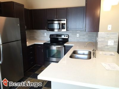 $965, 2br, Bloomington Fantastic location 2 bd/1.0 ba Apartment available 12/16/2017