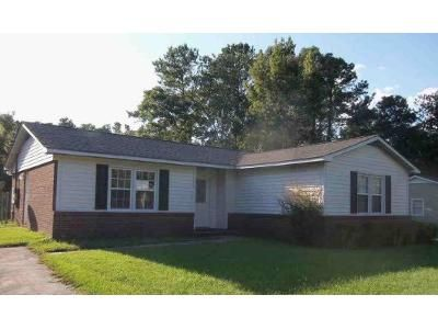 3 Bed 2 Bath Preforeclosure Property in Castle Hayne, NC 28429 - Millhouse Rd
