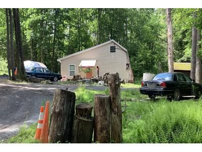 2 Bed 1 Bath Preforeclosure Property in Hawley, PA 18428 - Perry Hollow Rd