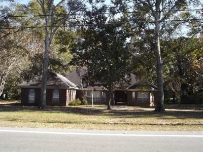 3 Bed 2 Bath Preforeclosure Property in Theodore, AL 36582 - Old Pascagoula Rd