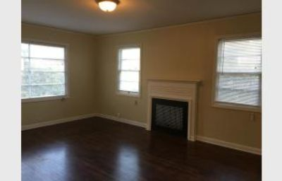 $1,095, Charming close-in NE 1 bedroom in courtyard setting