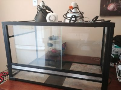 Reptile Tank with lamps