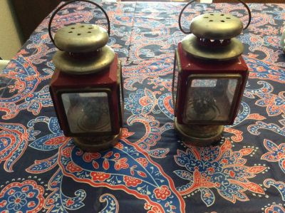 SET OF METAL LANTERNS