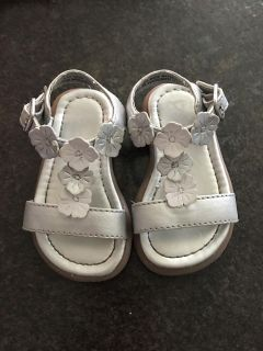 Place silver and white flower sandals size 4