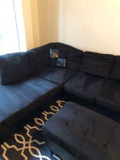 Black Sectional Couch w/ FREE Ottoman and pillow