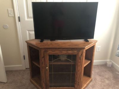 Oak TV stand with leaded glass