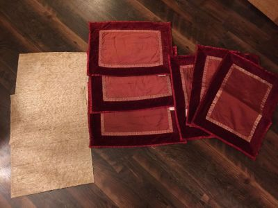 Crate & Barrel Christmas placemats-machine washable!!