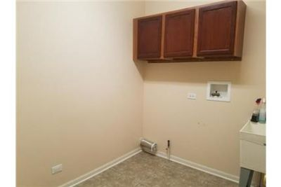 4 bedrooms House - Spacious single family home with eat-in kitchen.