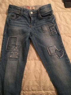 Girls jeans. Good condition. No tears or stains. Brand is L.E.I. Size is 6 regular