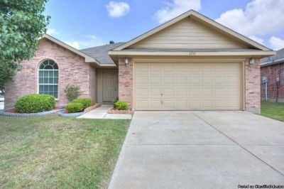FOR RENT AT 2057 Hollow Creek Dr Dallas, TX