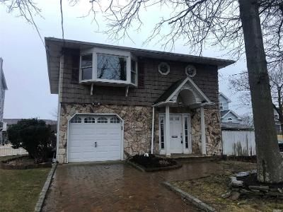 3 Bed 3 Bath Foreclosure Property in Copiague, NY 11726 - Baylawn Ave