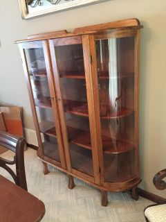 Double Door Quarter Sawn Oak Cabinet - Curved Glass Sides - Wood Shelves - Very Nice with Key!