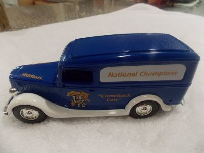 Ertl 1936 Ford Panel Van Univ. of Ky. Collectors Bank
