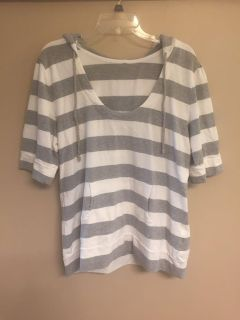 I think it s a large or xl gray and white hooded thick shirt