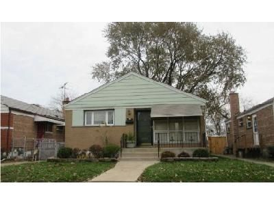 2 Bed 1 Bath Foreclosure Property in Riverdale, IL 60827 - S Winchester Ave