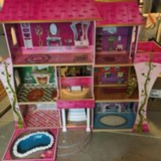 AWESOME Barbie House/Castle with furniture and extras!