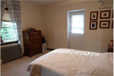 Lyndhurst - Good size 3 bedroom apartment on a 2 family house has living room.
